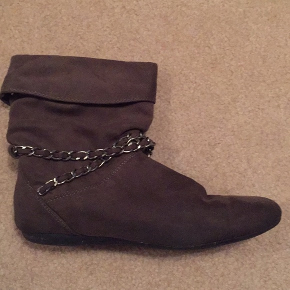 Report Shoes - Slouchy Chained boot